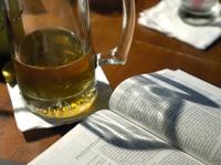 В США пастор проводит изучение Библии за бокалом пива