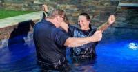 Более 45 000 человек крещены в церкви «Сэддлбэк» за 36 лет