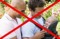 Ученые обнародовали шокирующую статистику о воспитании детей в гомосексуальных «семьях»